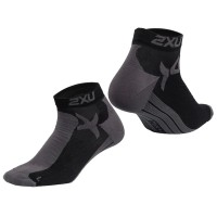 2XU MEN PERFORMANCE LOW RISE SPORTS SOCKS - BLACK/CHARCOAL