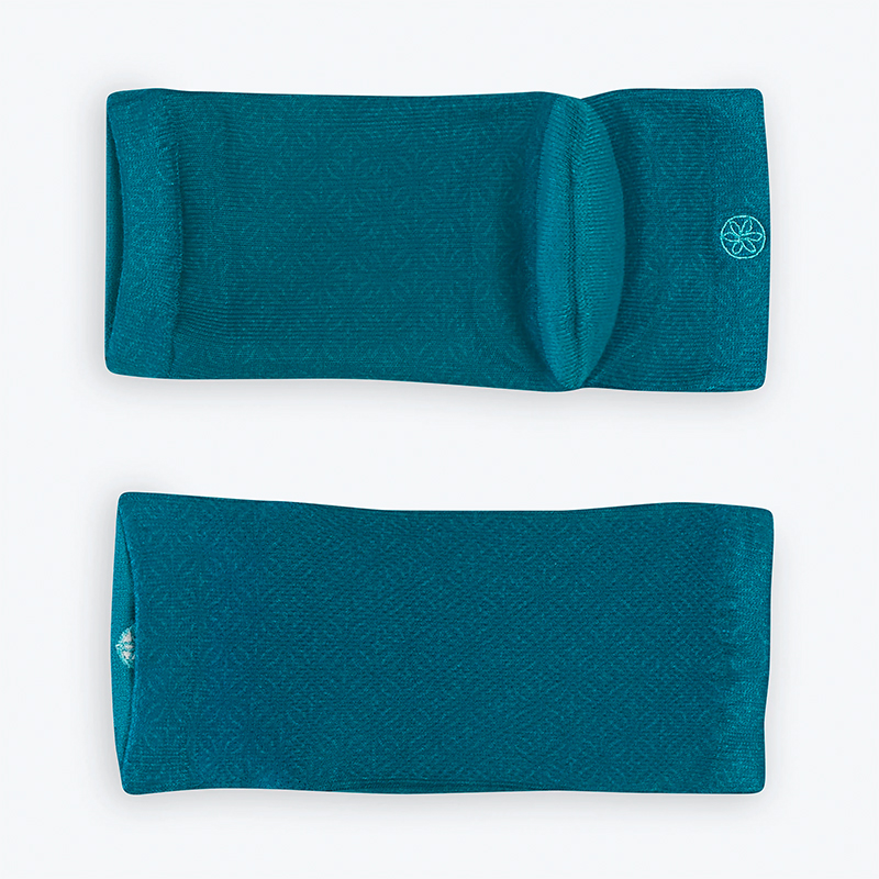 GAIAM RELAX MOISTURIZING SOCKS WITH VITAMIN OIL INFUSED